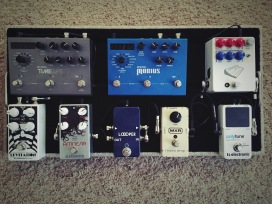 Tone Job pedalboard with JHS Colour Box, TC Electronic Polytune, MXR Micro Amp (80s), Loooper bypass pedal, Strymon Mobius, Strymon Timeline, Alexander Amnesia delay, Earthquaker Devices Levitation reverb.